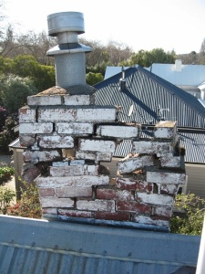 Chimney_damaged_by_the_2010_Canterbury_earthquake